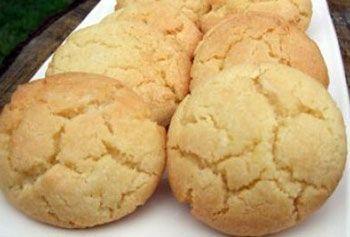 Νόστιμα και αρωματικά μπισκότα λεμονιού! Γίνονται εύκολα με υλικά που υπάρχουν σε κάθε σπίτι και συνοδεύουν γευστικά το πρωινό τον καφέ ή το παγωμένο τσάι μας. Δοκιμάστε τα!…