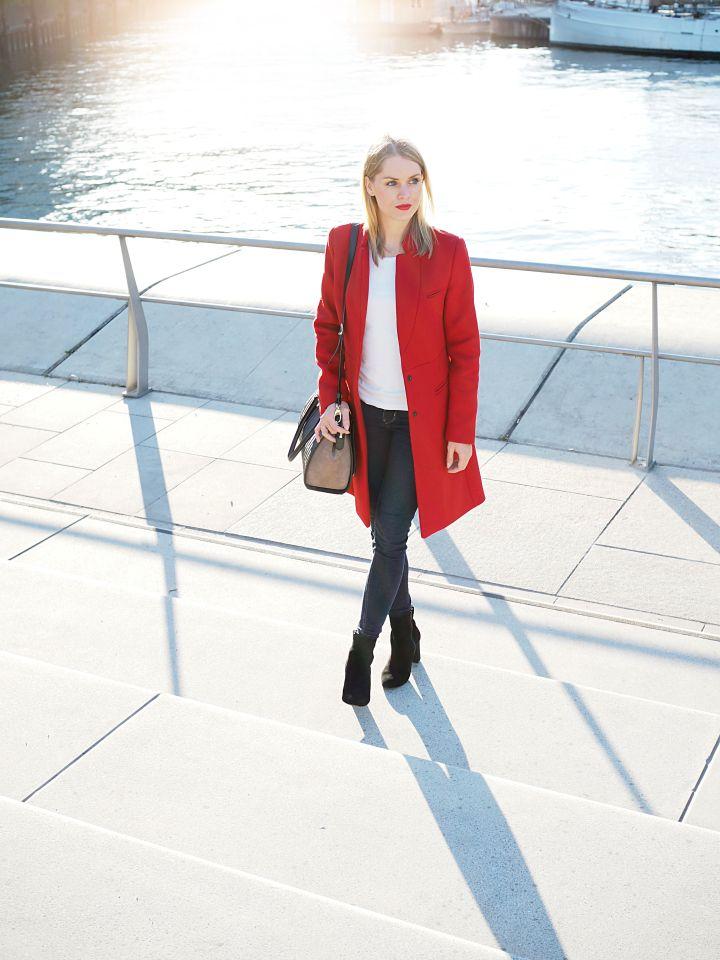 Herbsttrends // roter Mantel richtig kombiniert