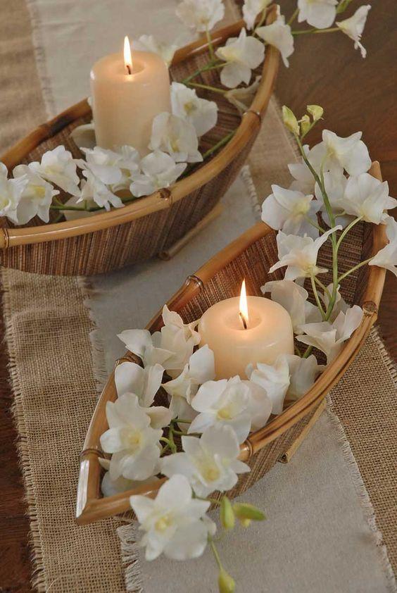 Centros de mesas románticos con velas y barcas