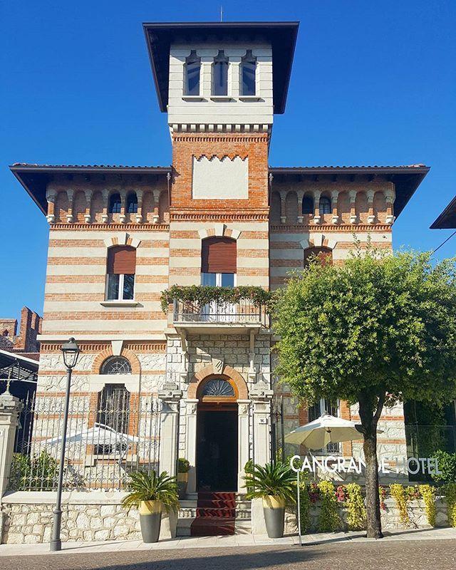 How beautiful looks #HotelCangrande in #Lazise?! 😍 #italianarchitecture
