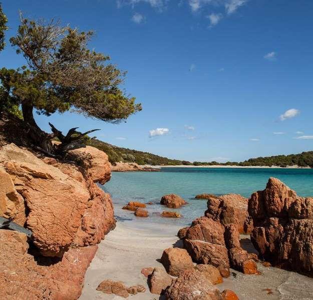 La plage de Rondinara (Bonifacio)Comment rester de marbre devant un tel spectacle ? Rondinara a été ... - Pinterest