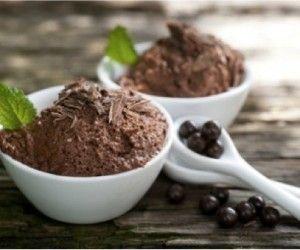 Mousse al cioccolato senza latte: eccovi ingredienti e preparazione di una variante senza latte di un dolce al cioccolato fra i più apprezzati.