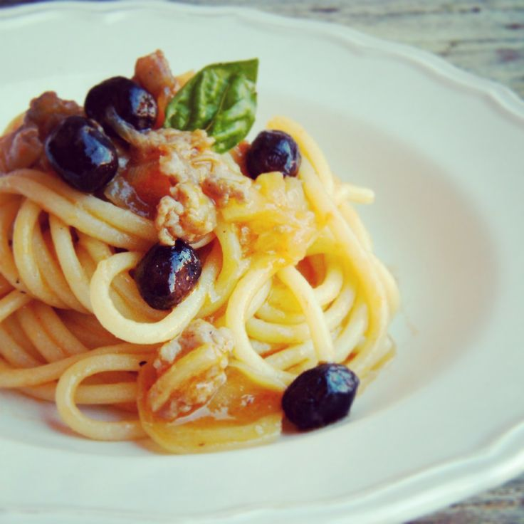 BUCATINI PASTA VERA CON SALSICCIA E OLIVE NERE  By Laura Pacciani  http://blog.giallozafferano.it/cucinalaura/bucatini-con-salsiccia-e-olive-nere/  www.pastavera.it   https://www.facebook.com/Pastavera