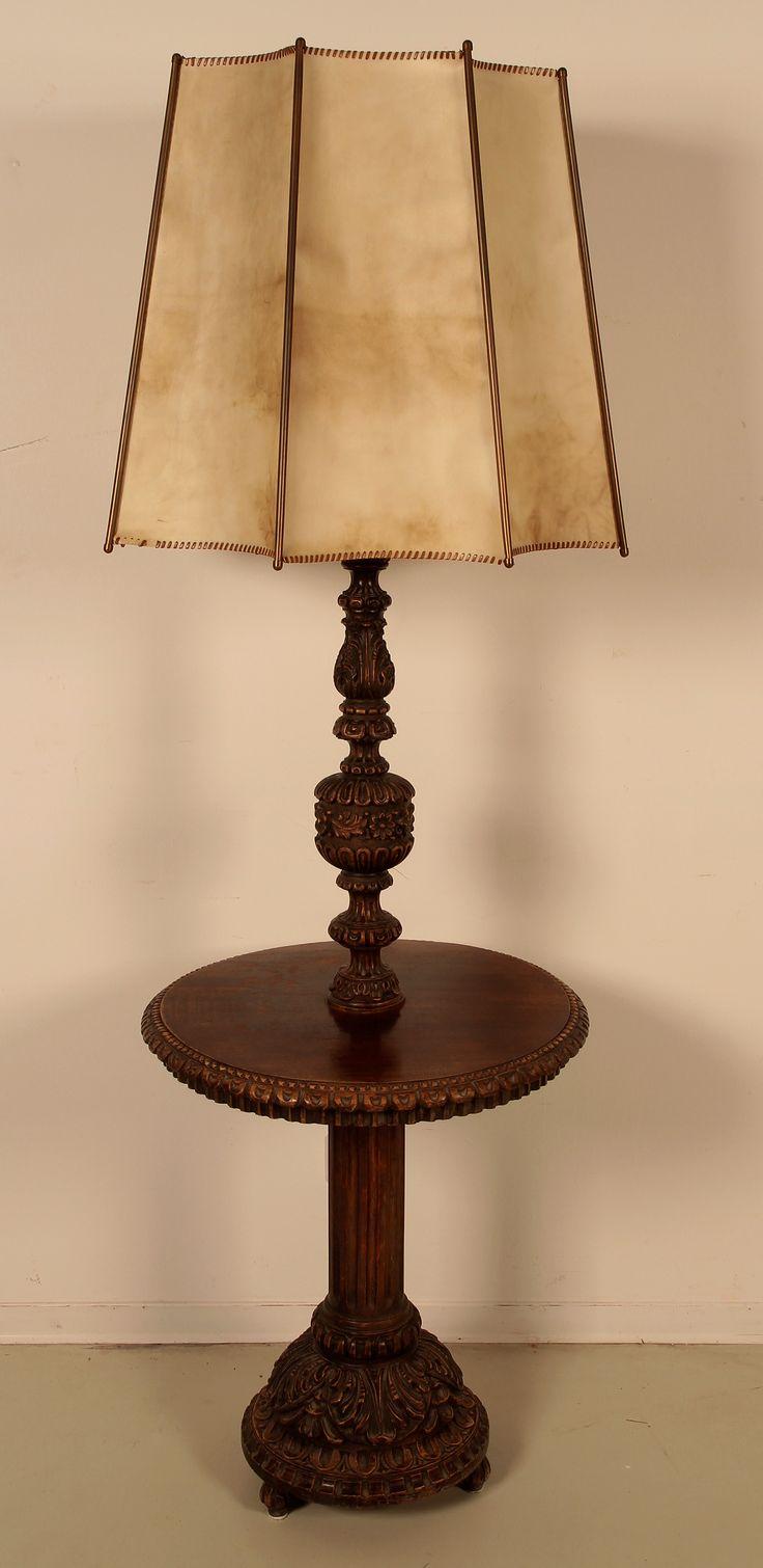 neorenaissance stehlampe mit ablagetisch epoche neorenaissance holzart nussbaum ma e h he. Black Bedroom Furniture Sets. Home Design Ideas