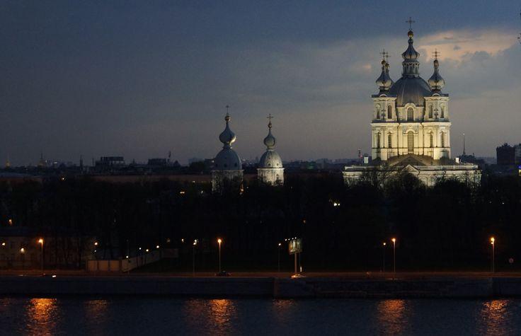 Piękny widok na Cerkiew Smolną. Sankt Petersburg, Rosja. Fot. Jan Gołąb