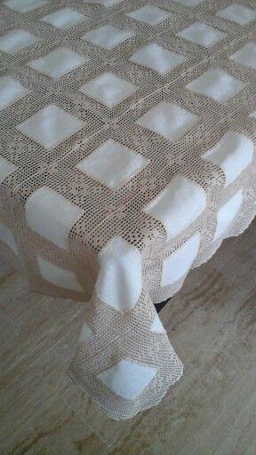 Toalha em crochet com quadrados de linho