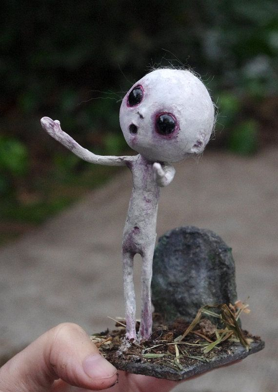 OOAK - Paper mache and paper clay gothic doll: Grimoso. Spooky figure with cemetery diorama. Gothic horror zombie doll. Creepy doll.