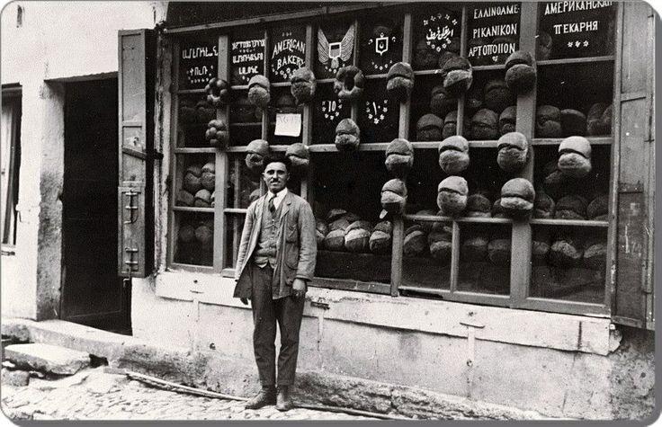 Ortakoy 1912 Vitrinde 6 dilde hizmet veren bir firin