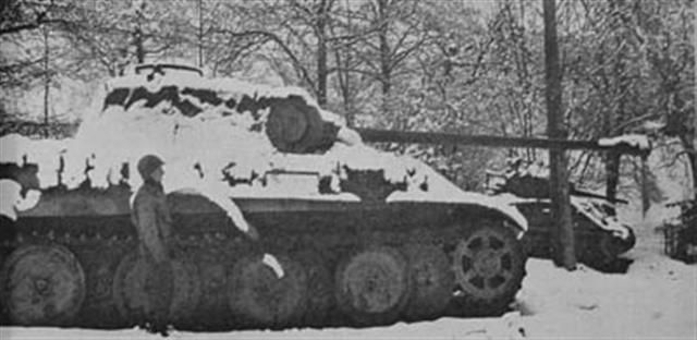 f8_4_german_equipment_panzer_la_gleize (Small).jpg