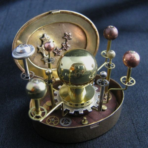 Miniature Orrery (fancy name for solar system model - PICS), pity I don't think it is working (a little bigger than 1 inch).