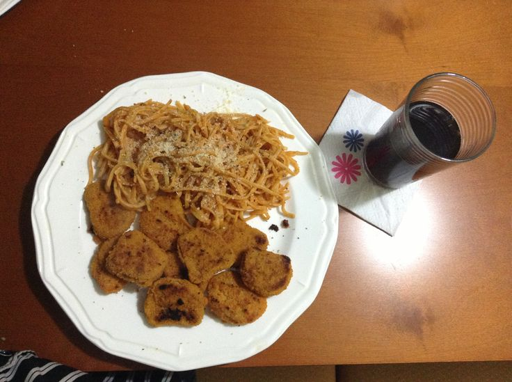 One of the 1st meals we cooked... #Spaggetti with #parmesan #cheese!! #Chiken #Nuggets and diet coke XD