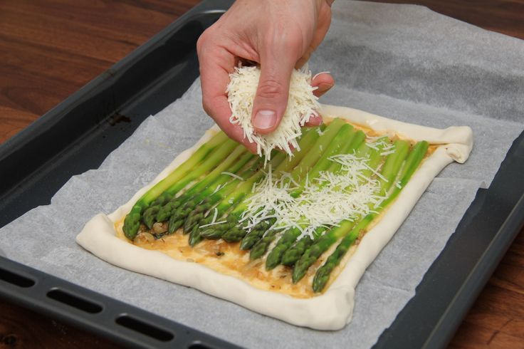 Zöldspárgás-sajtos párna recept