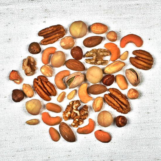 It is no secret that nuts have health benefits, but that doesn't mean we should eat them with no limit in mind. Check out numbers here! #health #food #fit