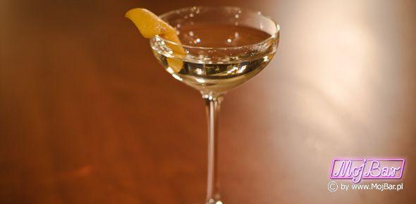 """GOLF COCKTAIL """"Martini"""" w wersji bardzo aromatycznej:  gin - 60ml, wermut wytrawny - 20ml, angostura bitter - 3dash  Przepisy na drinki znajdziesz na: http://mojbar.pl/przepisy.htm"""