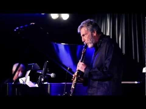 "Eddie Daniels - ""Stompin' At The Savoy"" - YouTube"