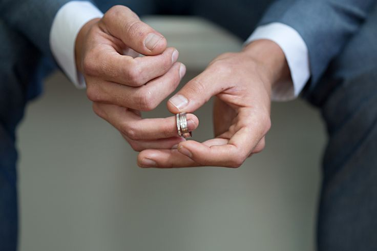 Groom holding wedding bands, Maleny wedding. www.lanicarter.com