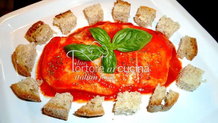 Mozzarella alla pizzaiola La ricetta qui: http://www.duetortoreincucina.com/it/recipes/second-course-primi-piatti/italiano-mozzarella-alla-pizzaiola/