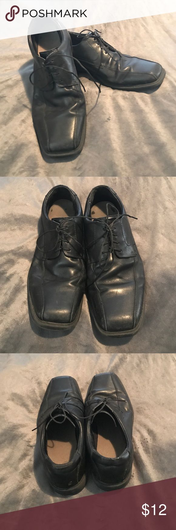 Men's Clarks Dress Shoe Black leather men's dress shoes. Good condition. Small crack in right rubber sole. No reasonable offer refused. Clarks Shoes Oxfords & Derbys
