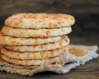 Migliacci, pain corse au fromage : http://www.fourchette-et-bikini.fr/recettes/recettes-minceur/migliacci-pain-corse-au-fromage.html