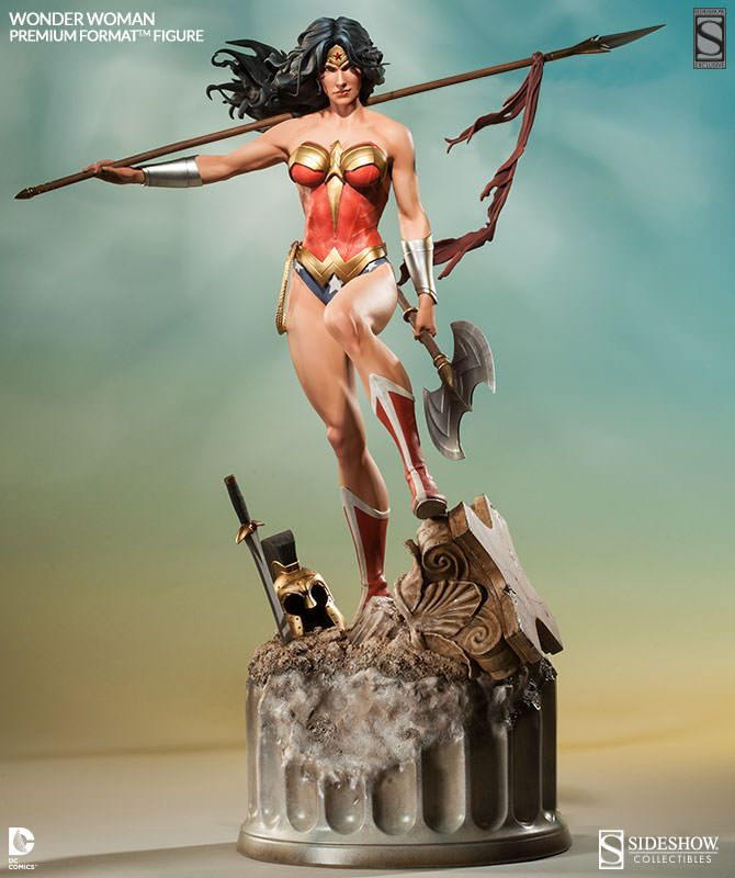 """Wonder Woman Premium Format™ Figure by Sideshow Collectibles. 25.5"""" tall."""