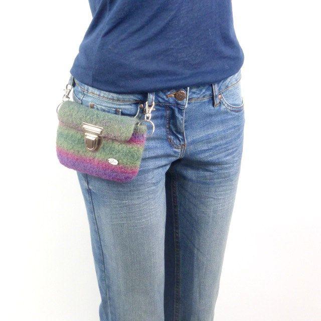 Hüfttasche, praktische Freizeittasche,  schöne Farben, Beeren und Grün ,  Handtasche, Geldtasche, Konzert, von meiTaschi auf Etsy