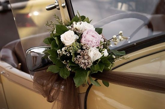 wedding car decor. carriage decoration.