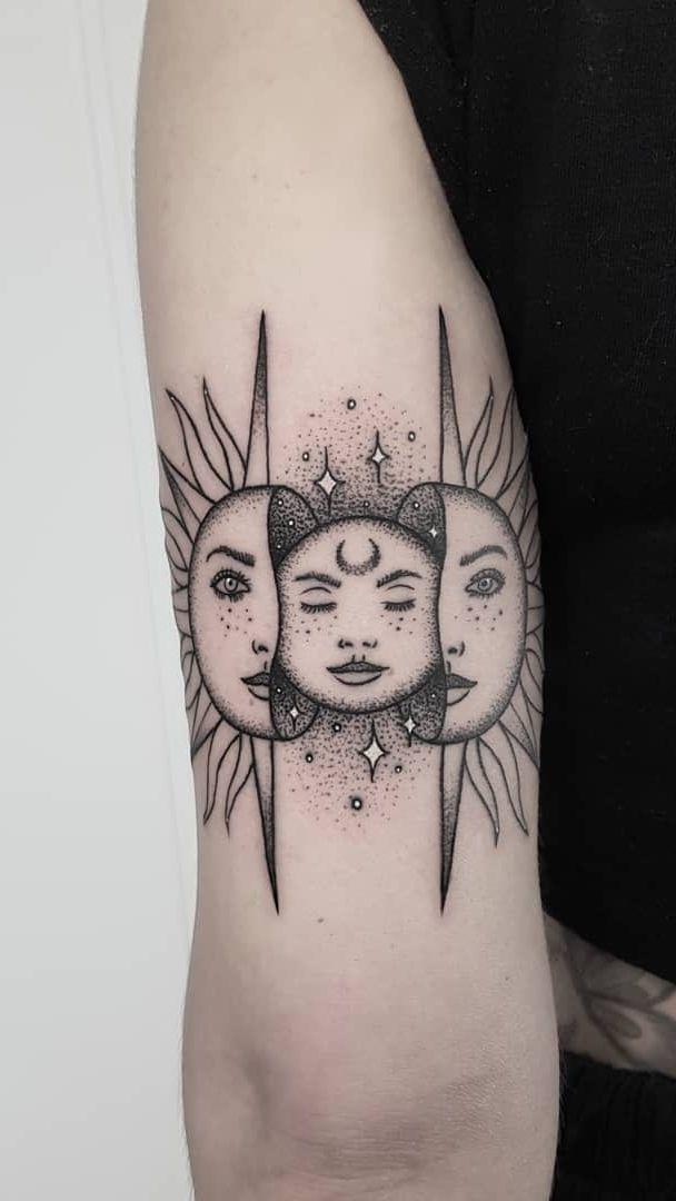 50 Meaningful and Beautiful Sun and Moon Tattoos – Laura Humbert