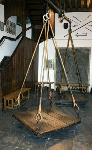 ·Picture - Equipment at the Witches Weigh House in Oudewater.