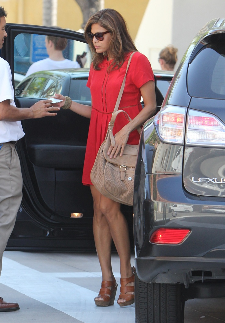 May 2012 - American actress Eva Mendes, very elegant and glamorous, loves the new Longchamp Balzane hobo bag in perforated leather and she wears it all the time. Credit : X17