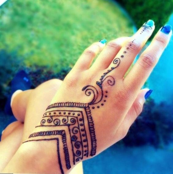 UNIQUE HENNA TATTOOS BECOME THE TREND IN SUMMER – Page 25 of 71