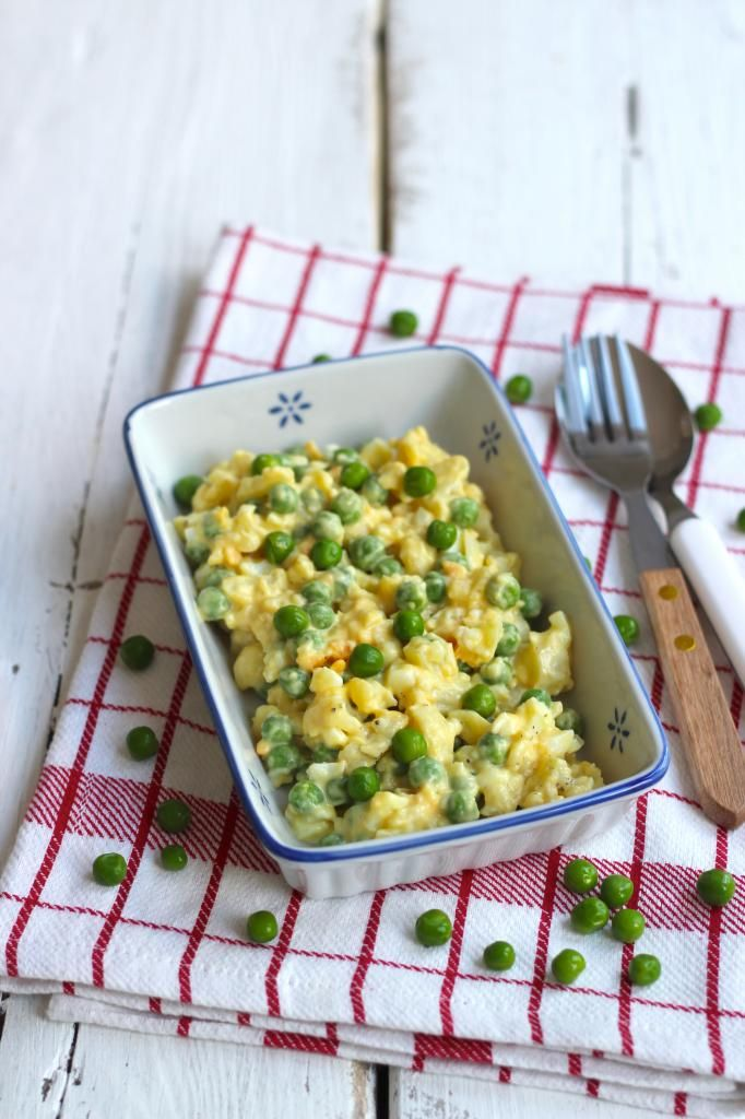 Bloemkoolsalade met ei en doperwtjes - Lekker en Simpel