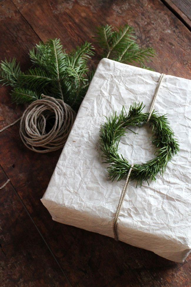 simple, beautiful gift wrapping idea - theme | holidays - christmas - rustic - scandinavian - gift wrap - easy - idea - ideas - inspiration