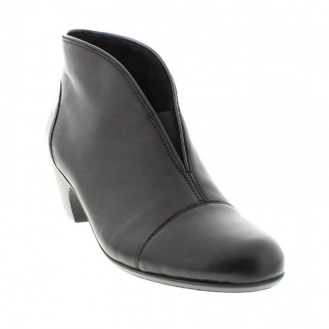 Womens leather ankle boots in black color. With 4.5cm heel and fur fabric inside. In large sizes from Rieker.