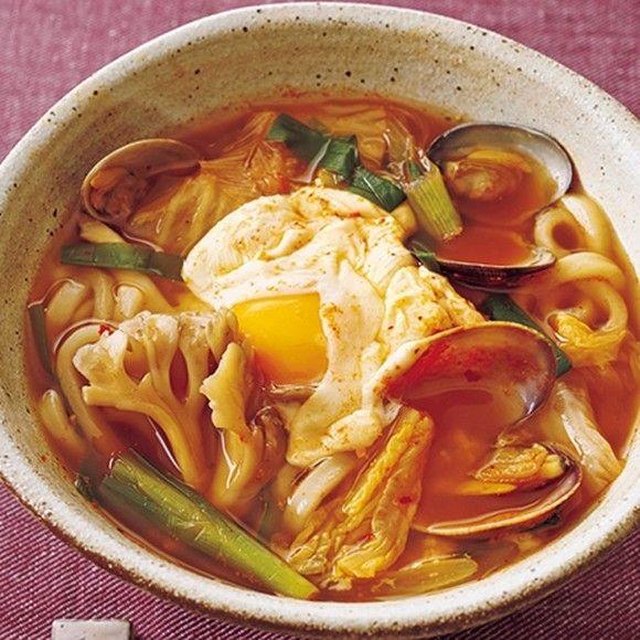 とろっとろ~!混ぜておいしい卵乗せうどん5選 画像(1/5) キムチ煮込みうどん