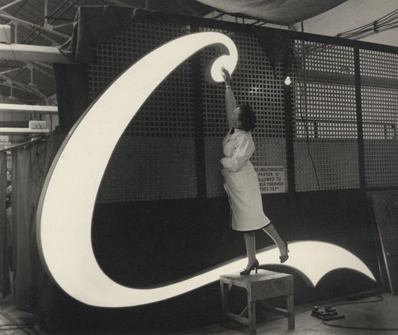 The making of a Coca-Cola neon sign, 1954