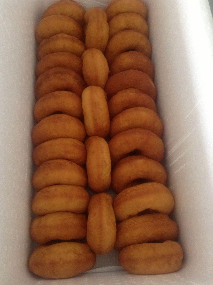 Delicious Cook Island Doughnuts...preferred eating it warm with Kiwi Ice Cream....yummy.