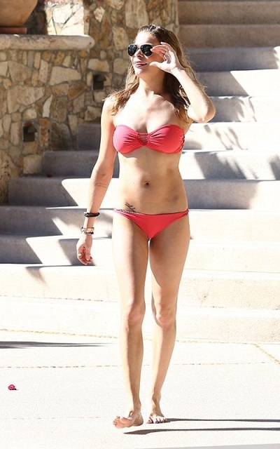 LeAnn Rimes hit the water in Hawaii in January Pic 5 of 35