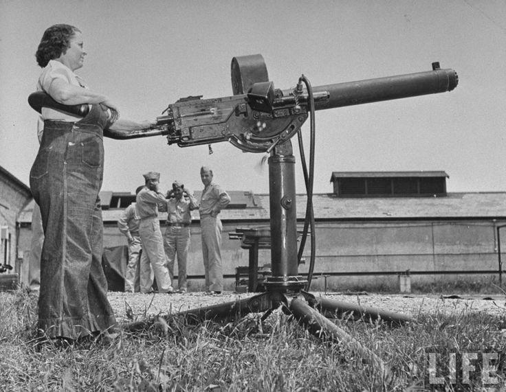 Women+Testing+New+Machine+Guns+at+the+Aberdeen+Proving+Ground,+1942+