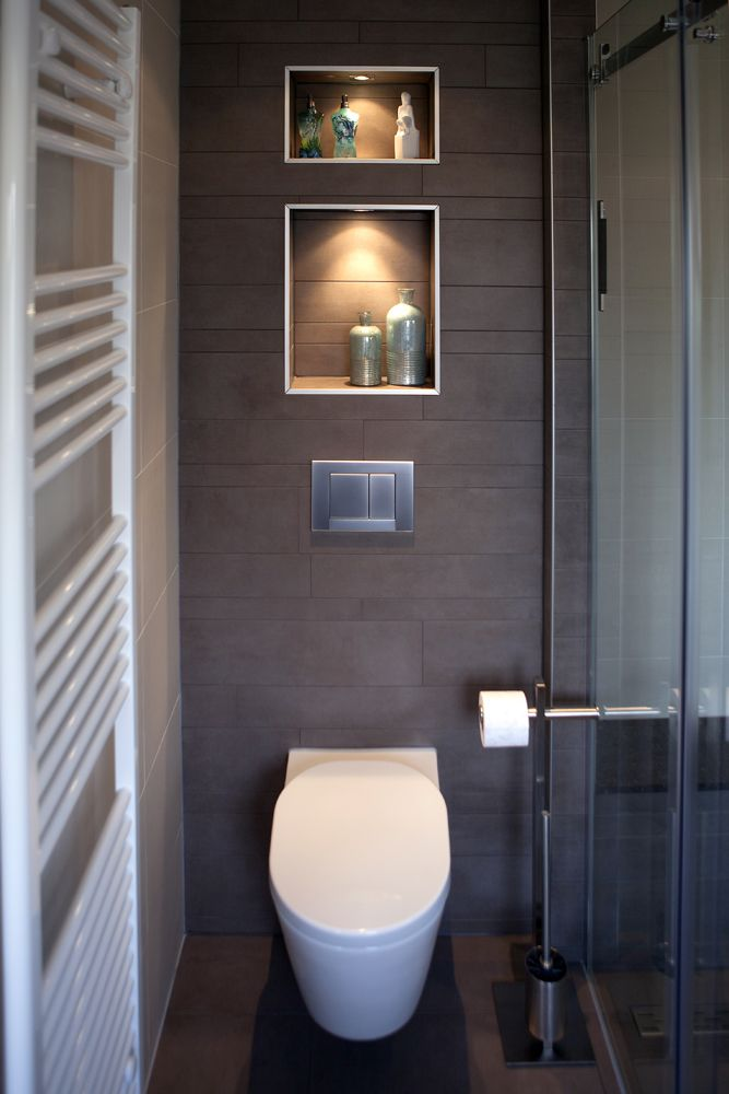Warme en strakke badkamer met badkamermeubels van Custom Made De Jong.