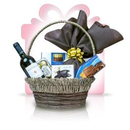"""Sweet Euphoria  Acest #cos #cadou ofera specialitati de ciocolata delicioase combinand gustul fin al pralinelor belgiene, varietatea ciocolatei Merci cu crocantele napolitane Ferrero Rocher, alaturi de aromatul vin Chianti pentru un """"multumesc"""" delicios partenerilor si clientilor dumneavoastra.   #cadoubusiness #coscadou #cadougourmet #cosurigourmet"""