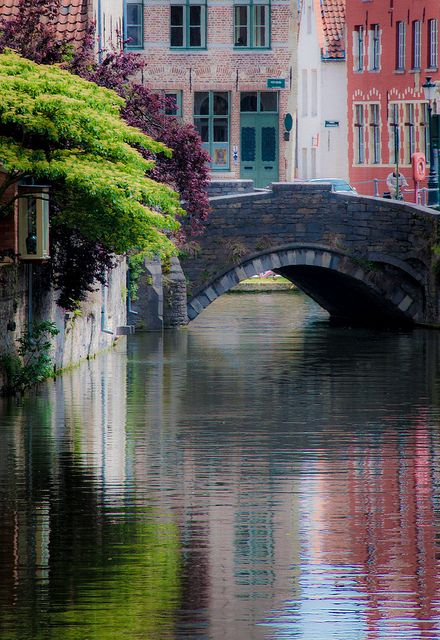 Bruges /I want to try this in watercolor  !