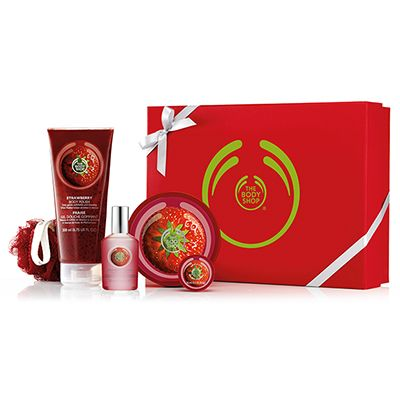 An indulgent bath and body gift with the sweet scent of stawberry, all wrapped up in a ribboned box. With Community Fair Trade shea butter from Ghana Strawberry Shower Gel 250ml Strawberry Soap 100g Strawberry Body Polish 200ml Strawberry Body Butter 200ml Mini Crinkle Lily – Red