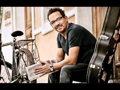 Juan Fernando Velasco - Toma mi corazon / http://www.spanish-music.org/videos/juan-fernando-velasco-toma-mi-corazon-music.php