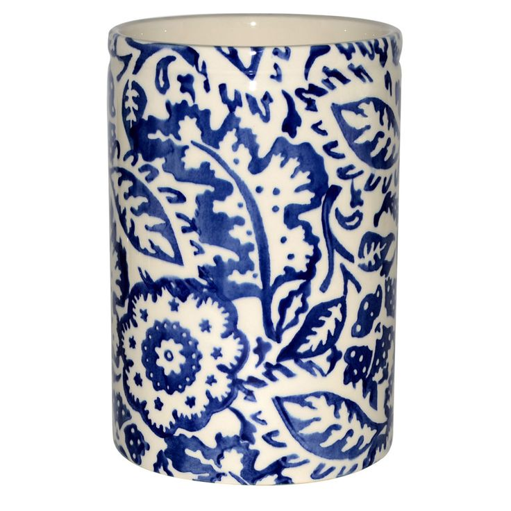 The new utensil holder on my kitchen counter, an Emma Bridgewater vase I picked up in London at the sale last week. The shop was fabulous as always...