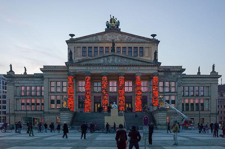 ai-weiwei-lifejackets-installation-refugees-berlin-konzerthaus-berlin-designboom-12