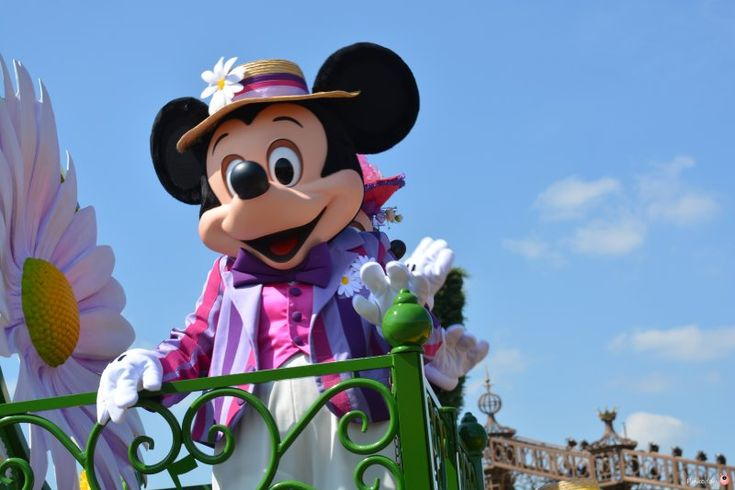 Disneyland Paris on a Budget - the Magic is much cheaper than you think. Money saving Disney tips from Pinkoddy