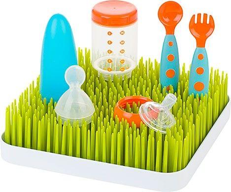 Grass embra un piccolo prato casalingo, in realtà è uno scolaposate dotato di vassoio raccogli-acqua rimovibile. Porta un tocco di design nella tua cucina e lascia asciugare le stoviglie del tuo bebè in maniera pratica ed igienica.