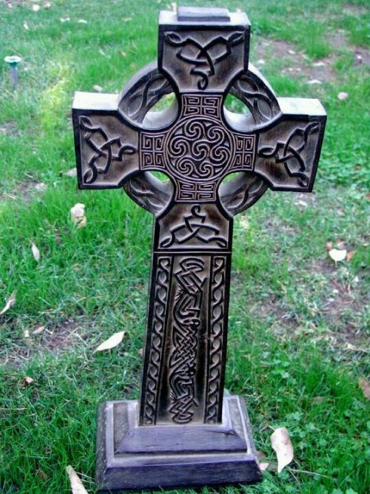 :-) Beautiful Celtic cross tombstone