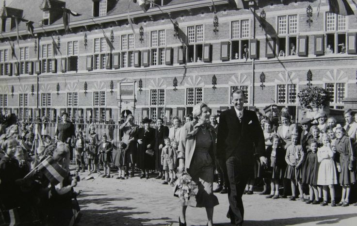 Koningin Juliana, 1953. Foto: Fotopersburo William Hoogteyling, Buren