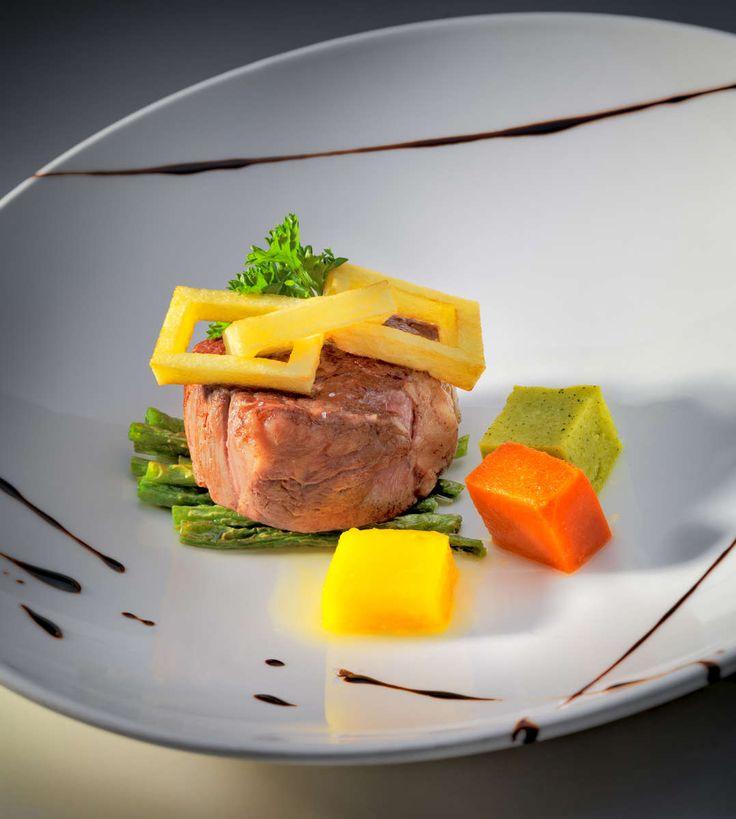 Gastronomy : Filetto con verdure al vapore : Roger Méndez, professional hospitality, Luxury hotel & resorts, interior & exterior photography, gastronomy, travels, architecture & advertising photographer